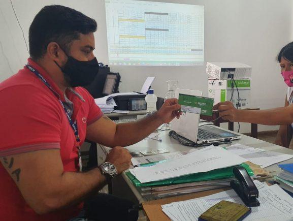 Idam atua na entrega de mais de 500 Cartões doAuxílioEmergencialem Barcelos e Tabatinga