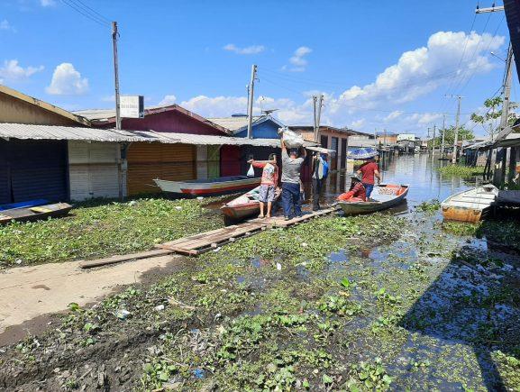 Em Caapiranga, Idam realiza entrega de produtos agrícolas para famílias afetadas pela enchente