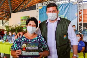 Em Rio Preto da Eva, governo do Amazonas libera mais de R$500 mil em crédito rural no Dia do Agricultor