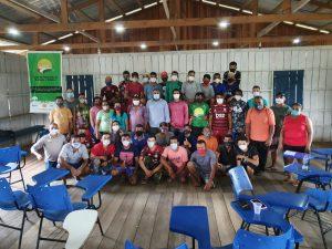 Idam atende comunidades rurais de Carauari com capacitação em extração de látex